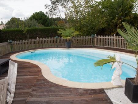 O czym warto wiedzieć, decydując się na basen obok domu?