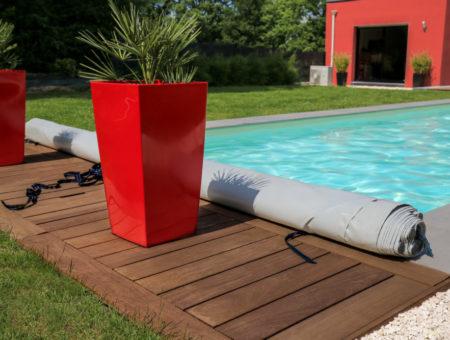 Glony w basenie: jak z nimi walczyć i jak zabezpieczyć przed nimi basen?