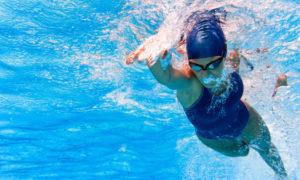 Dlaczego pływanie ma korzystny wpływ na zdrowie?